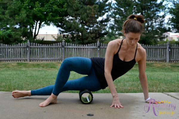 foam rolling basics: rolling the IT band